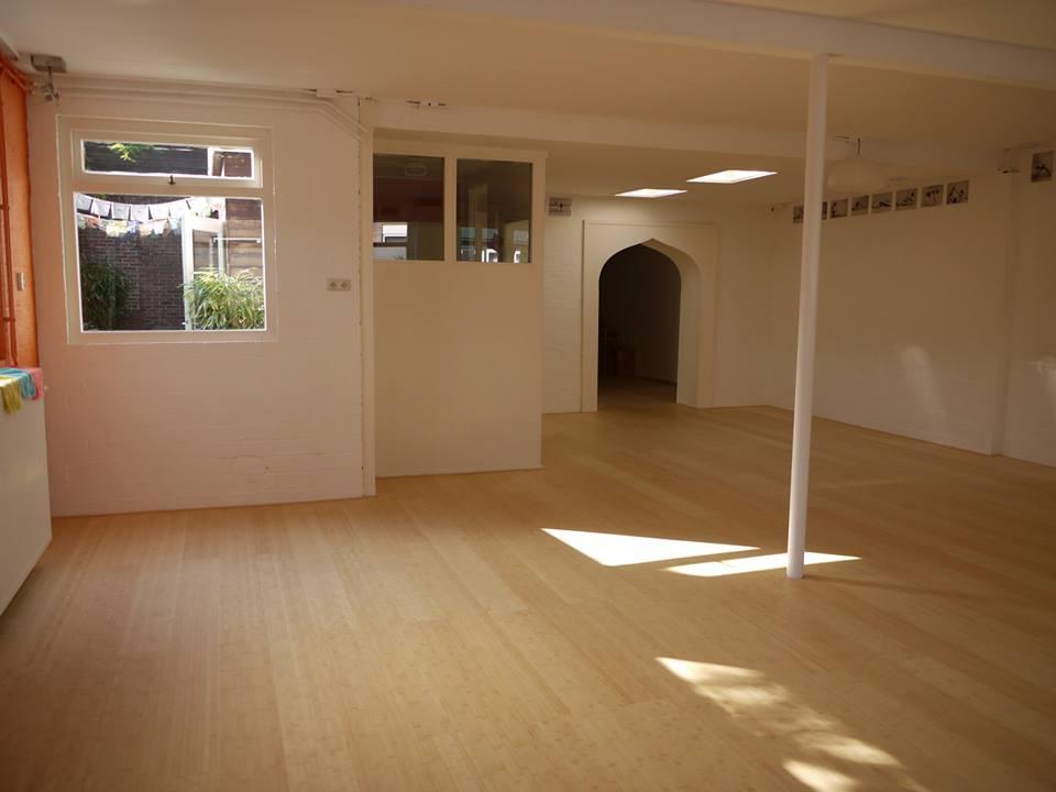 yogazaal witte muur
